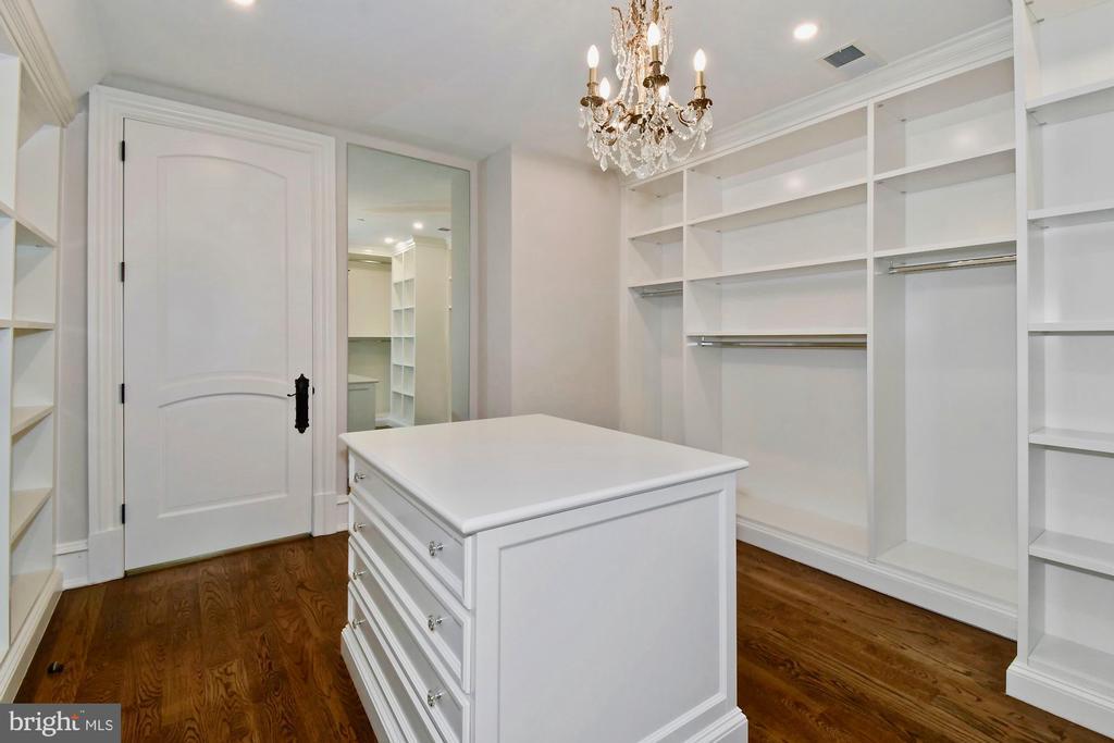Owner's Suite #2 Dressing Room Closet - 9305 INGLEWOOD CT, POTOMAC