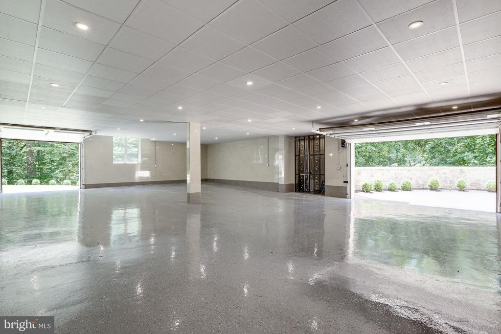 Lower Level Garage for Car Collection - 9305 INGLEWOOD CT, POTOMAC