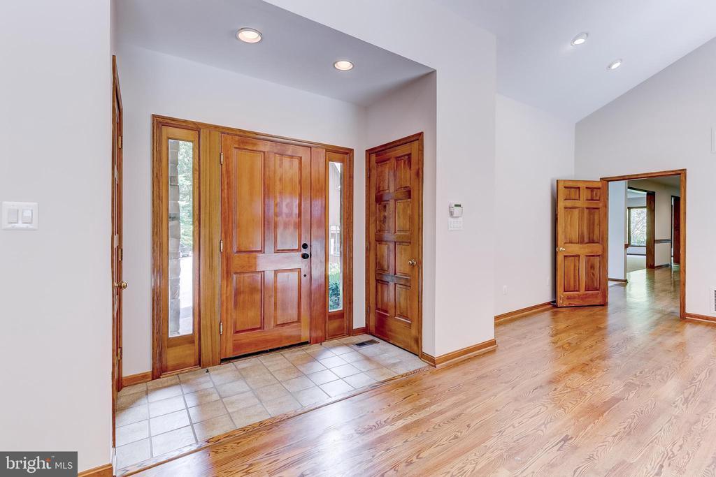Foyer - 11140 HOMEWOOD RD, ELLICOTT CITY