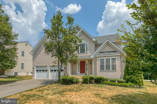 11 COUNTRY MANOR DR