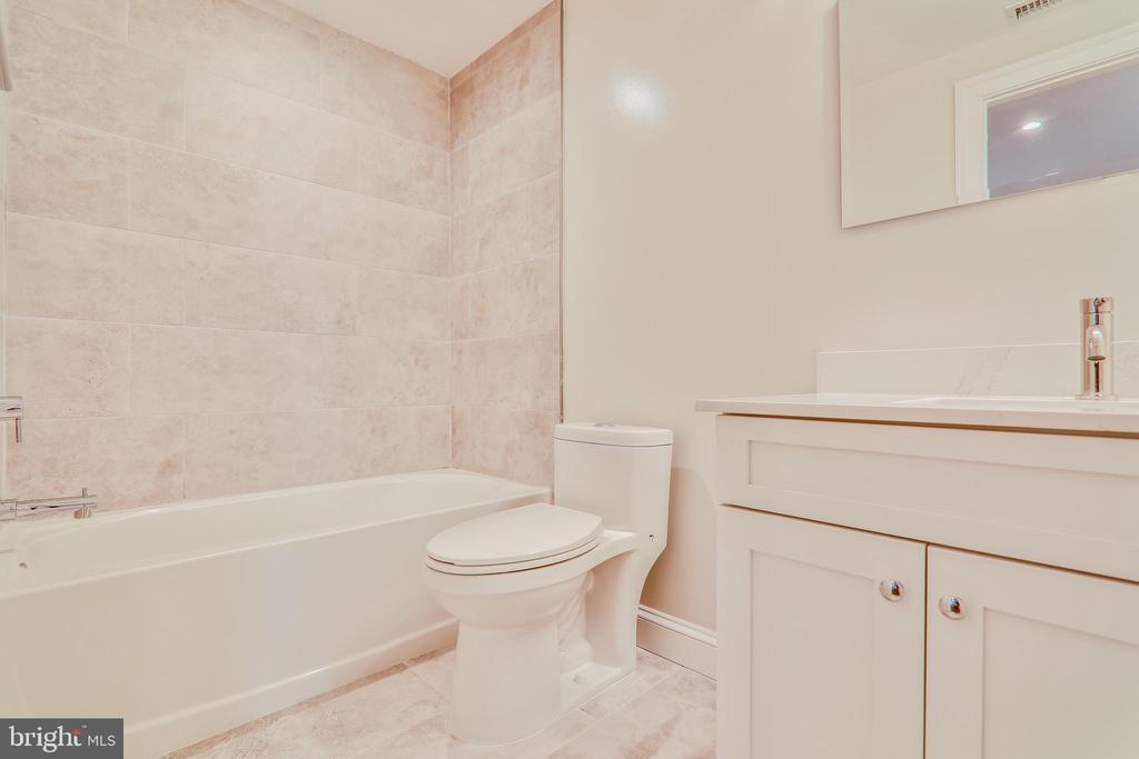 Third Full Bath - 602 E ST SE #A, WASHINGTON
