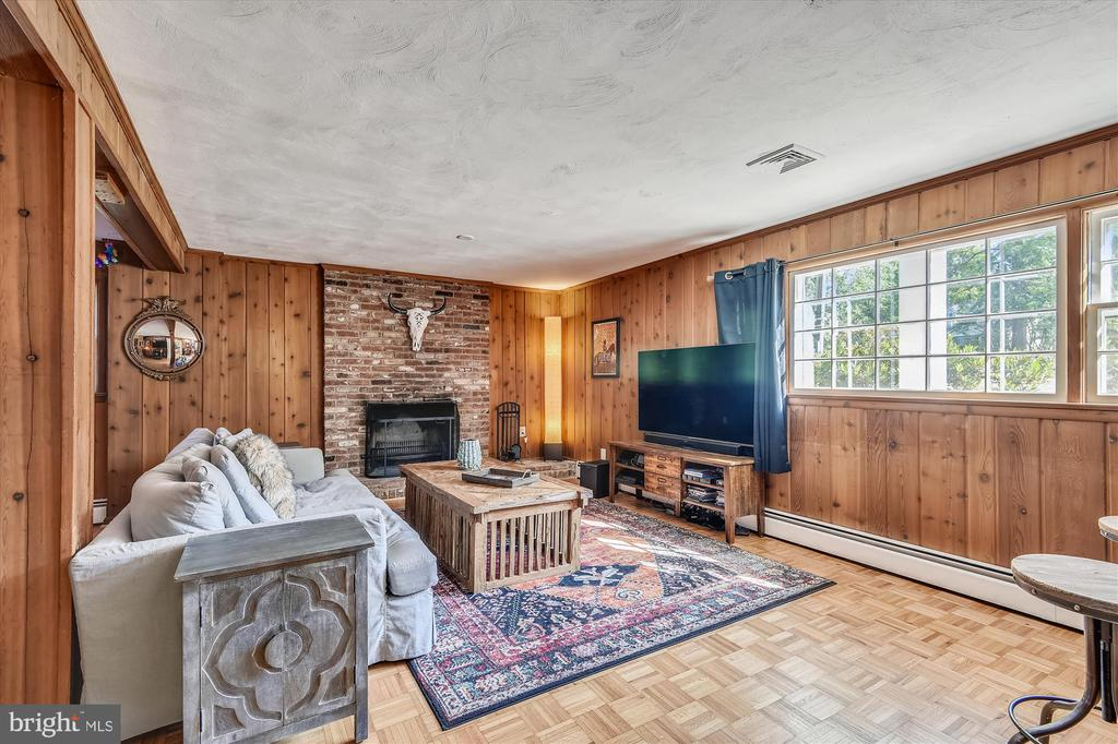 Windows provide light, fireplace adds charm - 9031 GREYLOCK ST, ALEXANDRIA