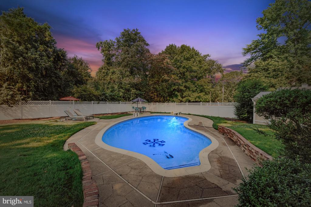 Host a barbeque where guests can cool off - 9031 GREYLOCK ST, ALEXANDRIA