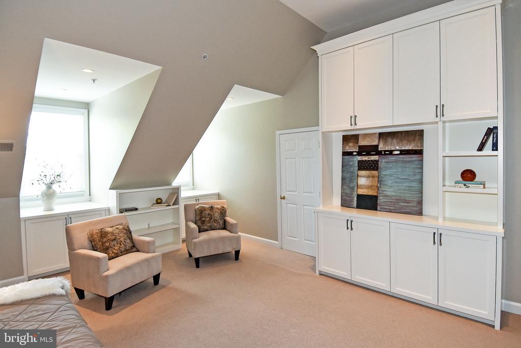 Loft Bedroom - 605 7TH ST SW, WASHINGTON