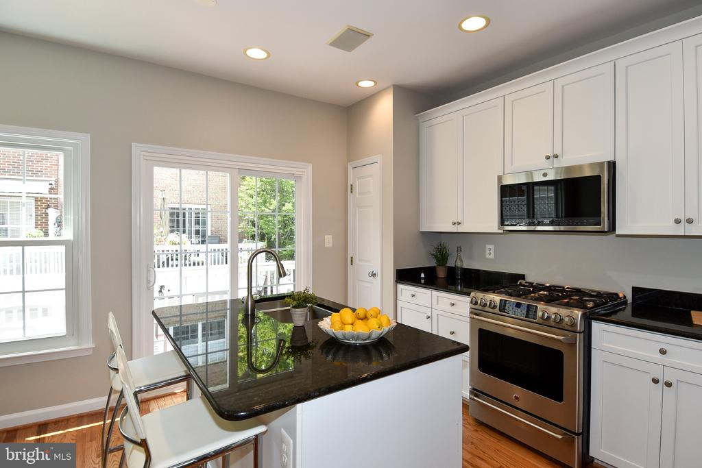 Kitchen - 605 7TH ST SW, WASHINGTON