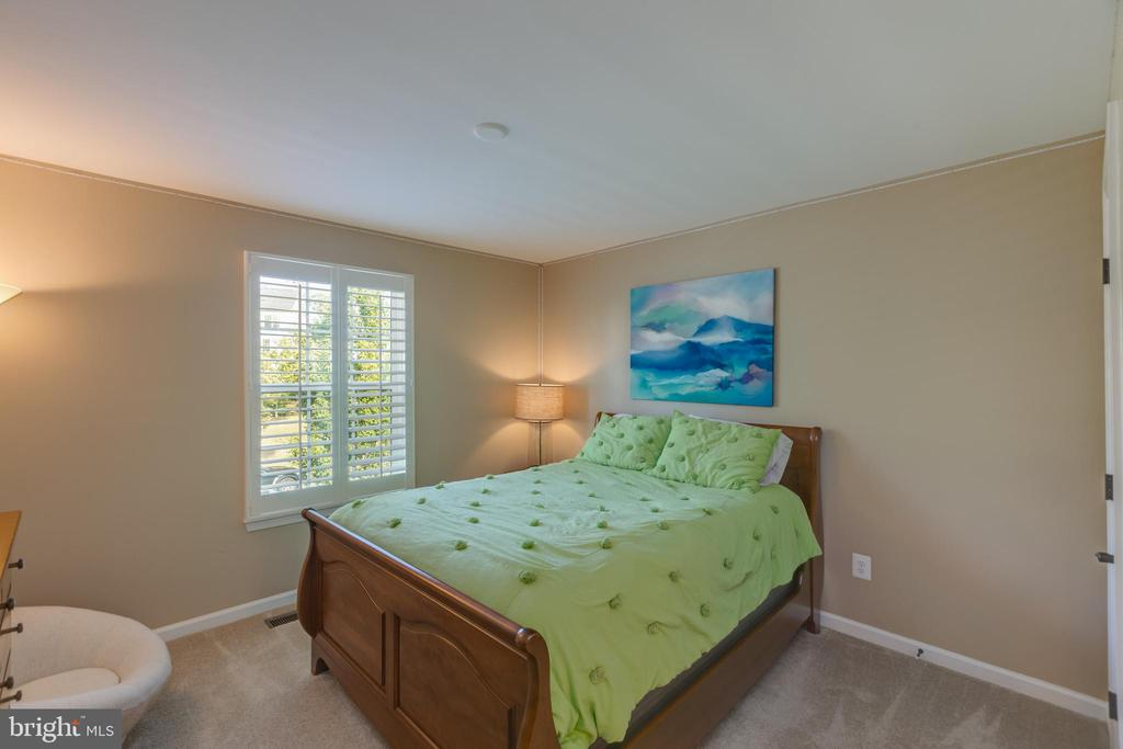 Bedroom 5 with attached bath - 25821 RACING SUN DR, ALDIE