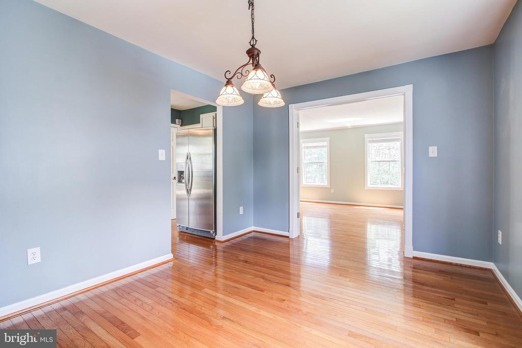 Dining room with wood floors - 14810 CROSSVALLEY RD, BURTONSVILLE