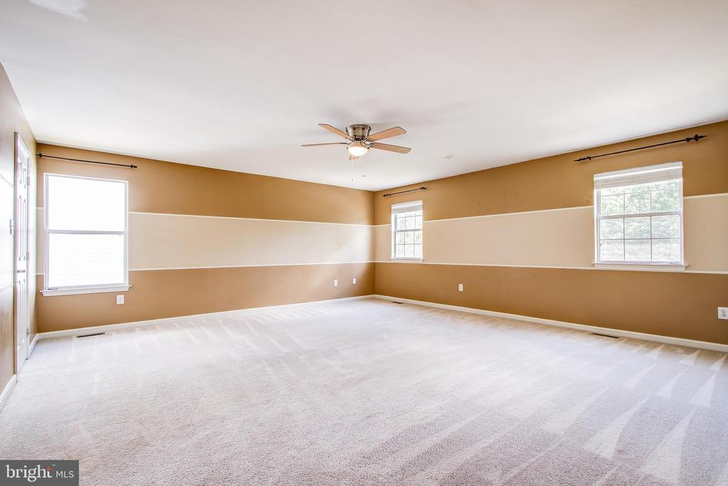 Amazingly spacious master suite - 14810 CROSSVALLEY RD, BURTONSVILLE