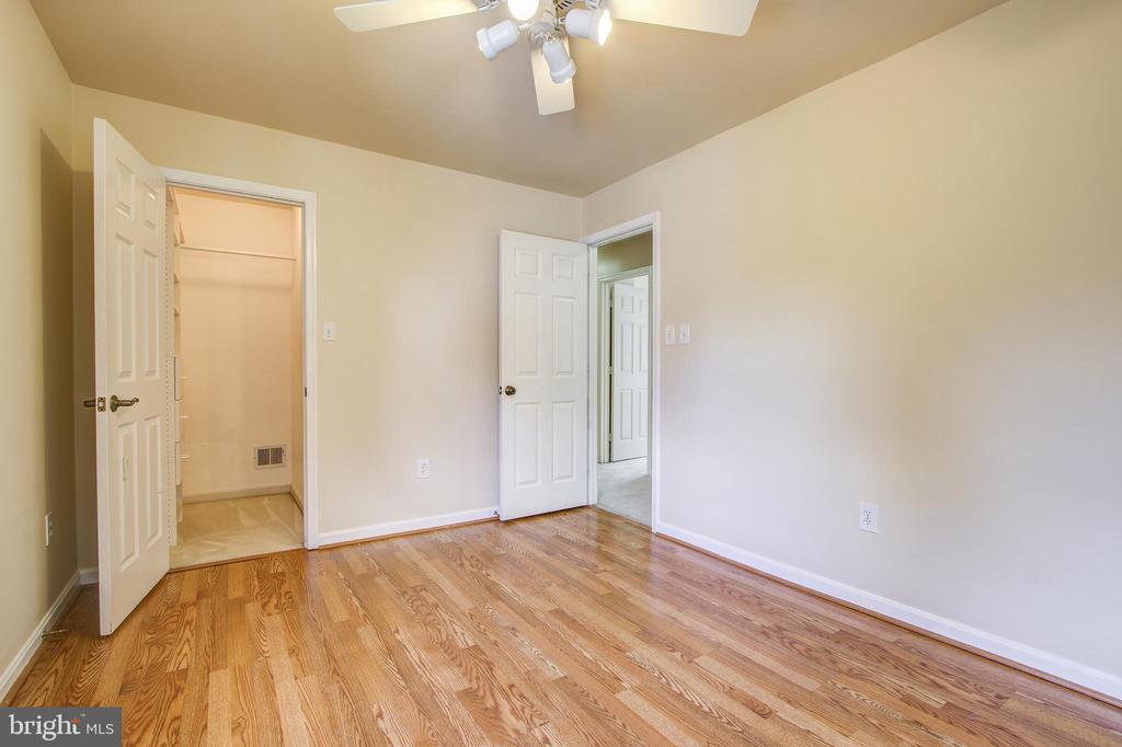 Bedroom #3 with walk in closet - 14810 CROSSVALLEY RD, BURTONSVILLE