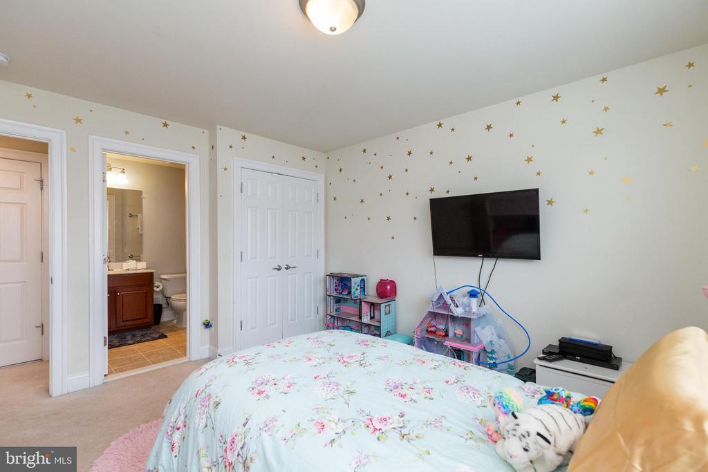 - 25455 HOPTON HOUSE TER, CHANTILLY