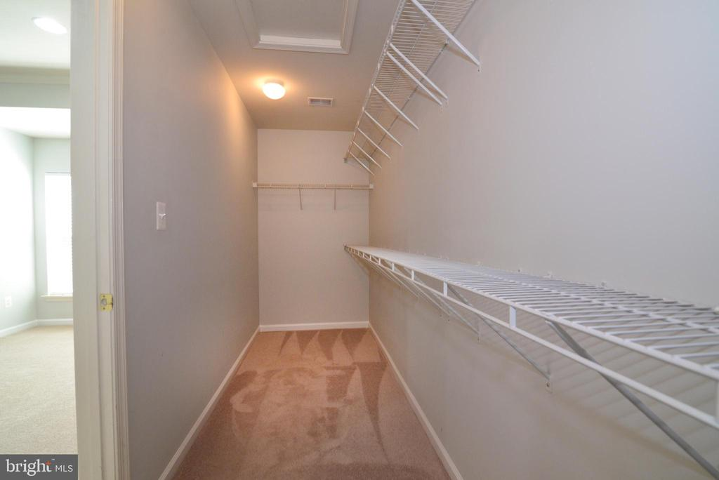 Owners closet - 23238 FIREDRAKE TER, BRAMBLETON