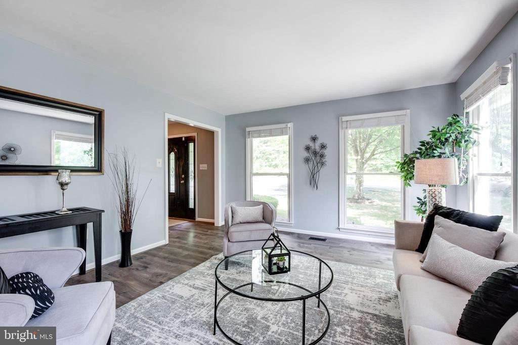 Comfortable formal living area off entrance - 348 EUSTACE RD, STAFFORD