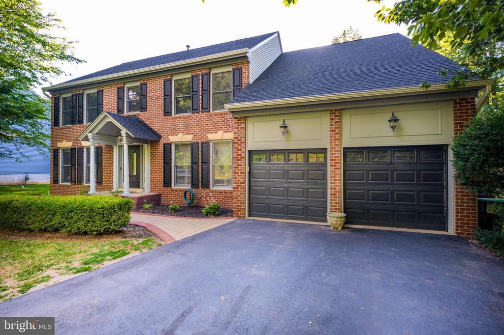 Big driveway with 2-car garage - 348 EUSTACE RD, STAFFORD