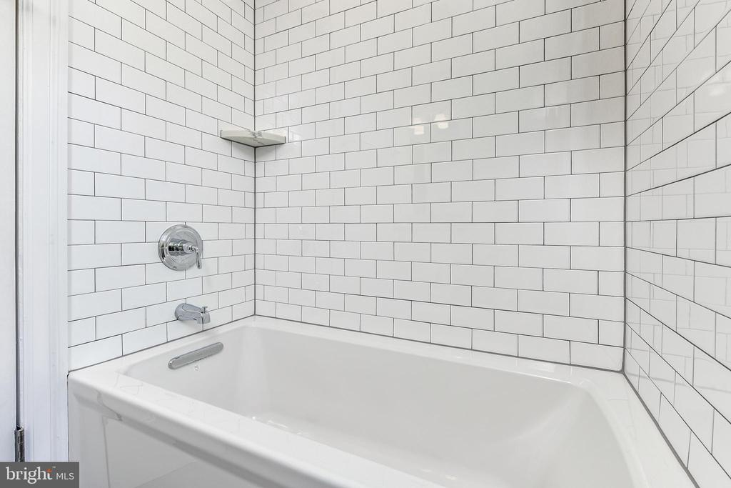 Upper level hall full bath with tub - 4401 GARRISON ST NW, WASHINGTON