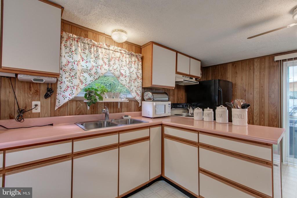 Kitchen - 19 PETERSVILLE RD, BRUNSWICK