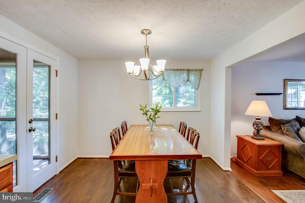 Beautiful hardwood floors. - 103 APPLEGATE DR, STERLING
