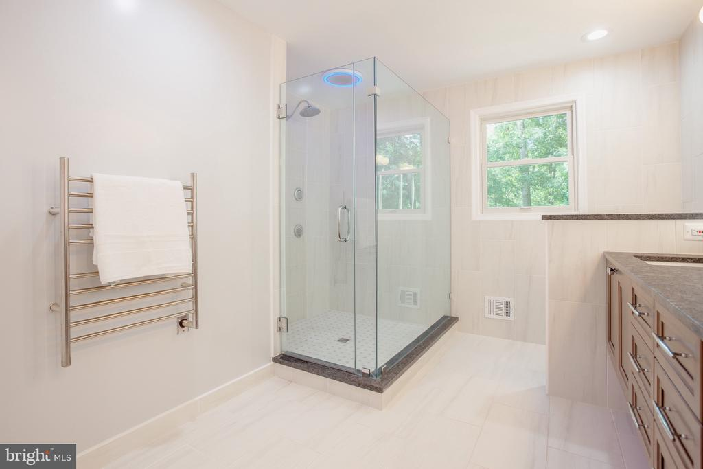 Heated Towel Rack, Glass Shower, Heated Floors - 1960 BARTON HILL RD, RESTON