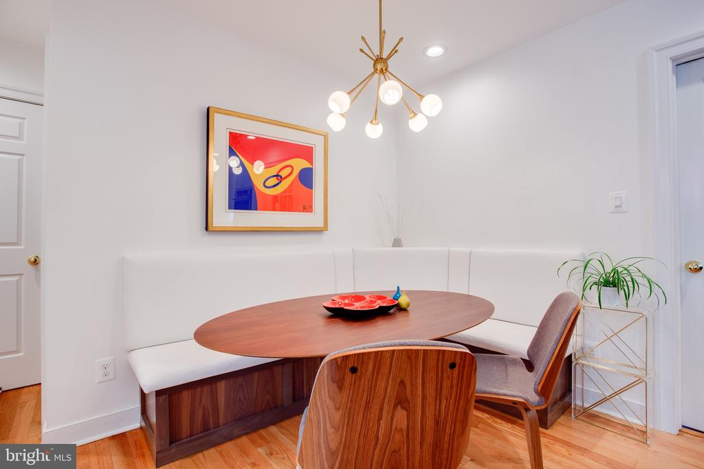 Built-In Nook for Casual Eating - 1960 BARTON HILL RD, RESTON