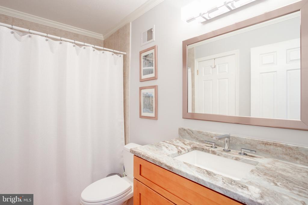 Main Floor Full Bath, Beautifully Updated (1) - 1960 BARTON HILL RD, RESTON