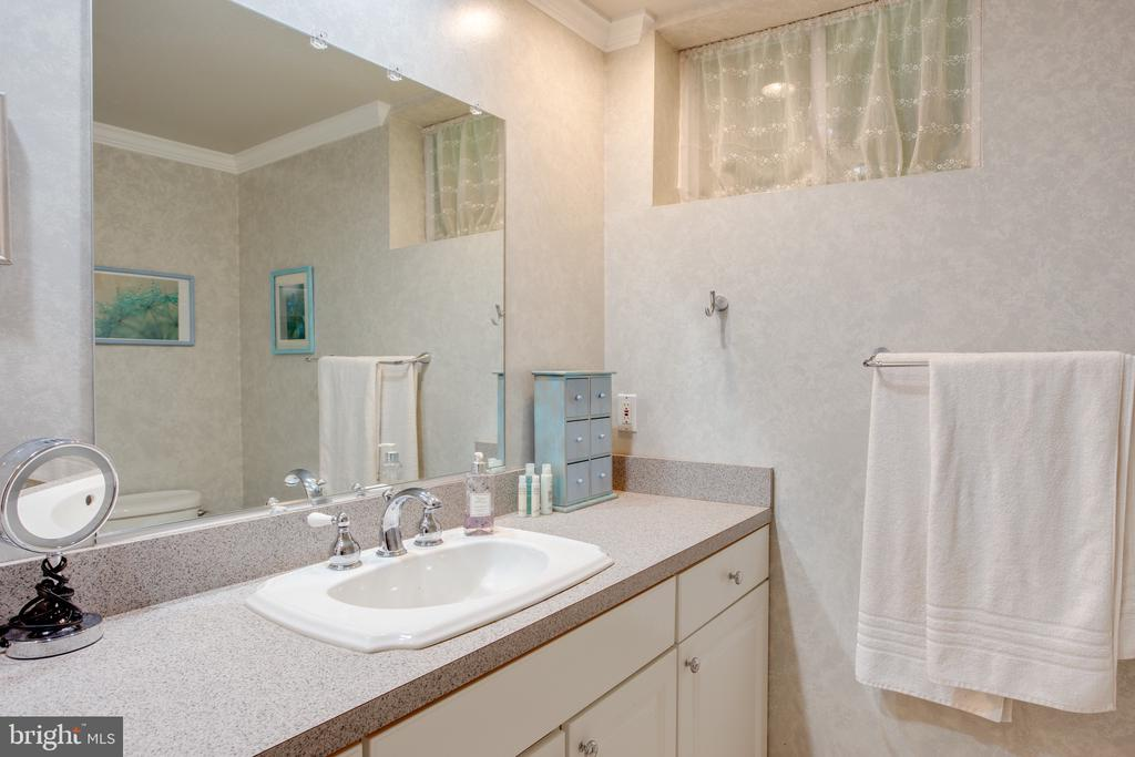 LL Full Bathroom w/ Walk In Shower - 1960 BARTON HILL RD, RESTON