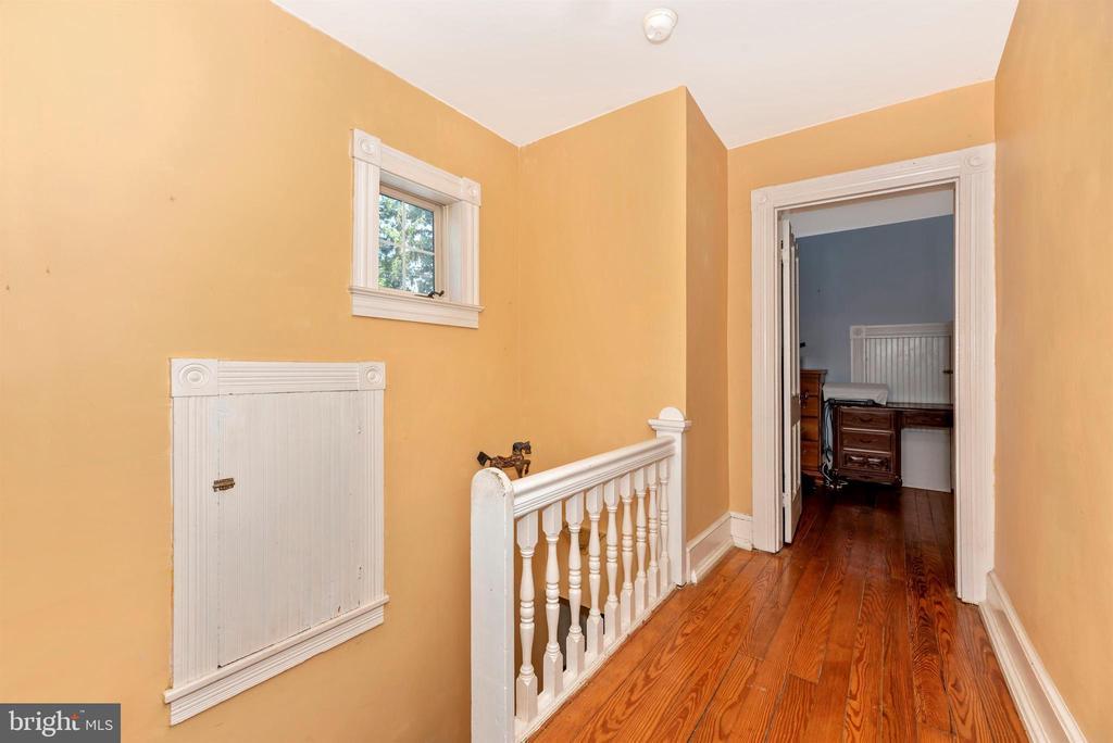 main house upstairs hallway - 11437 BETHESDA CHURCH RD, DAMASCUS