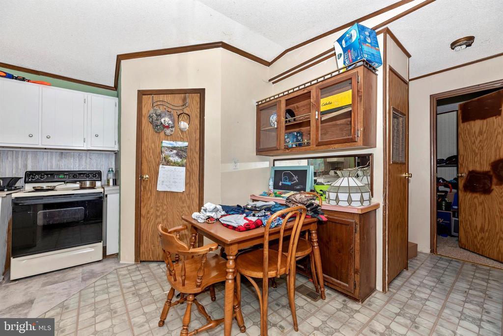 trailer kitchen - 11437 BETHESDA CHURCH RD, DAMASCUS