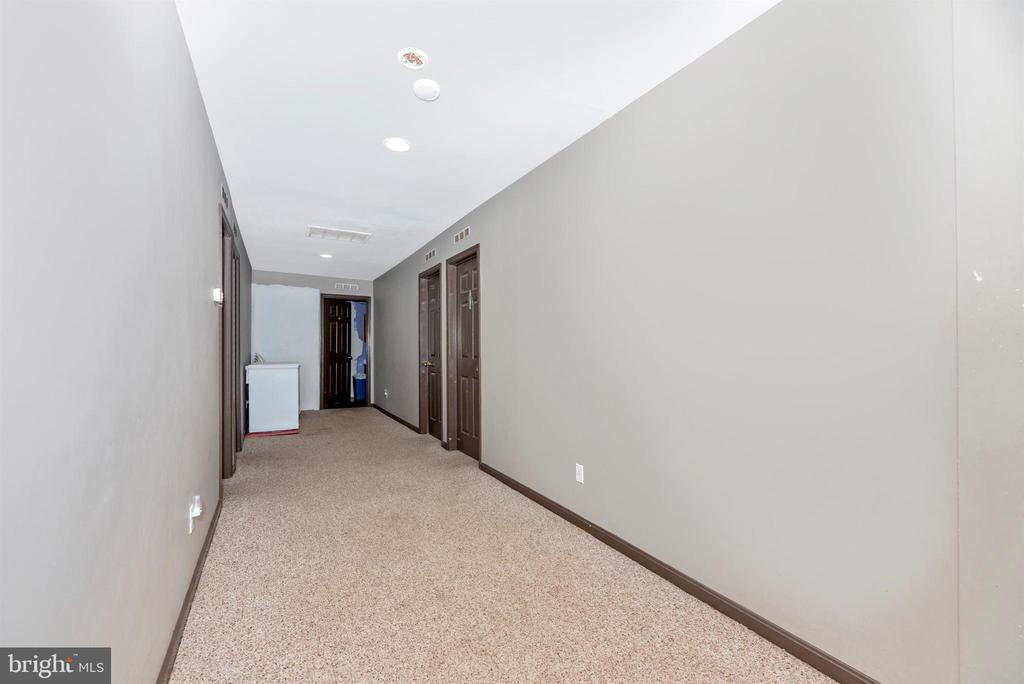 hallway to bedrooms in 4 bedroom apartment - 11437 BETHESDA CHURCH RD, DAMASCUS