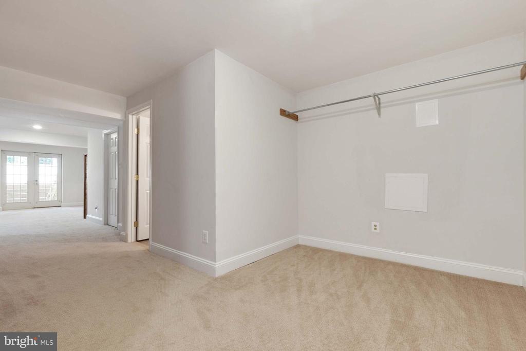 Large Basement - 9510 CLAYCHIN CT, BURKE