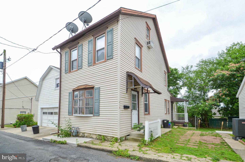 Single Family Homes のために 売買 アット Catasauqua, ペンシルベニア 18032 アメリカ