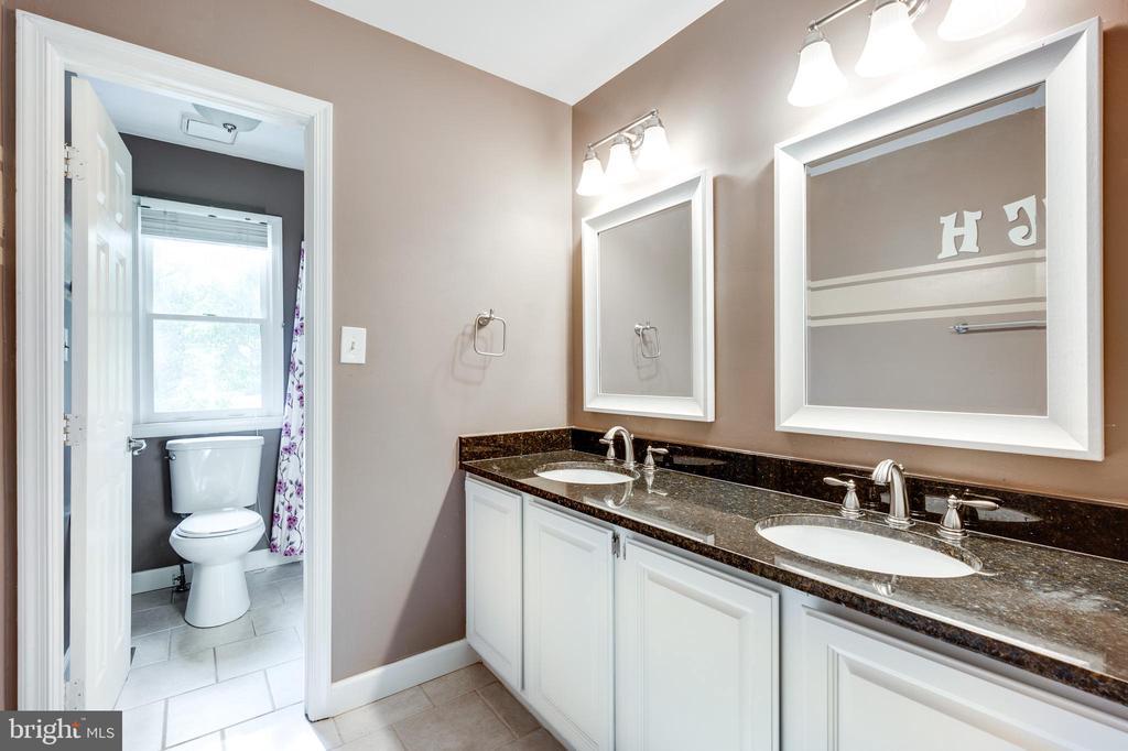 Full bathroom upstairs - 348 EUSTACE RD, STAFFORD