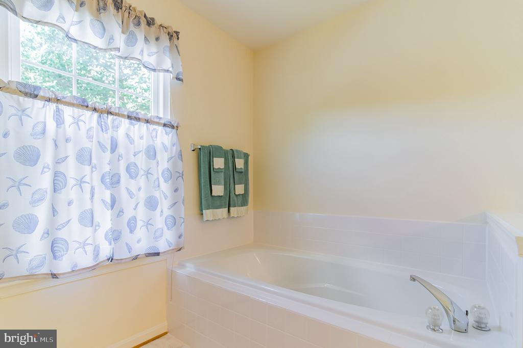 Soaking tub - 36 WESTHAMPTON CT, STAFFORD