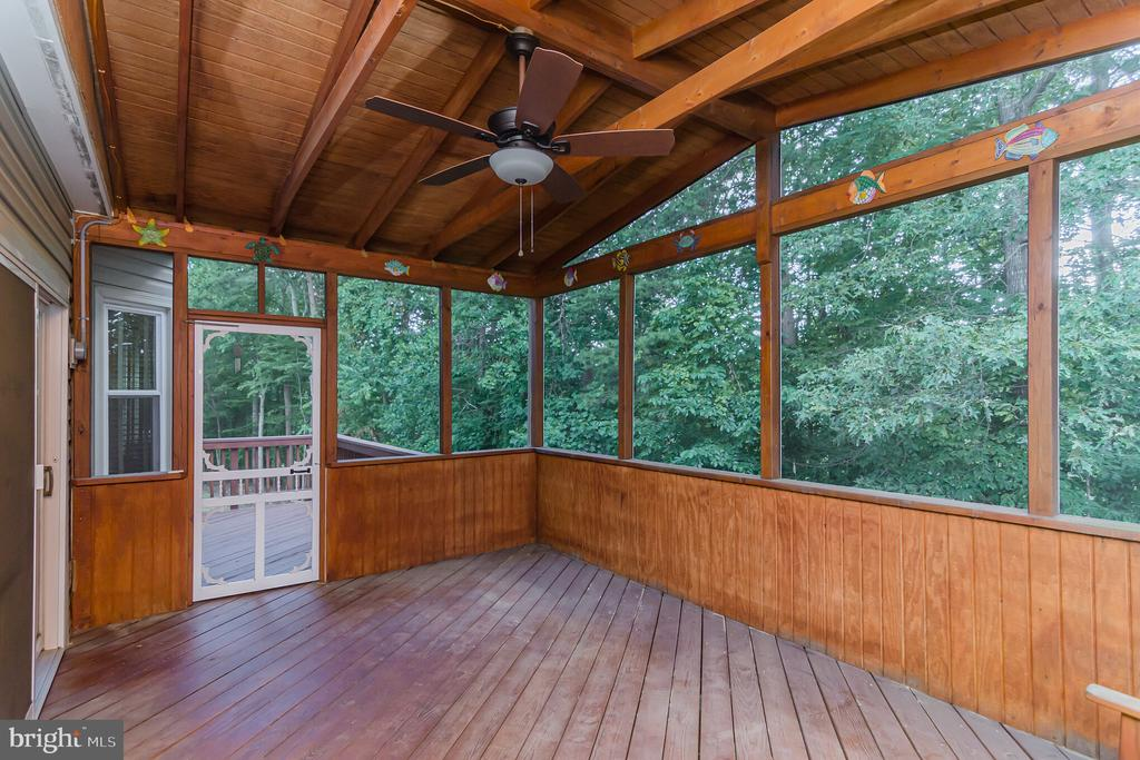 Nice screened in deck - 36 WESTHAMPTON CT, STAFFORD