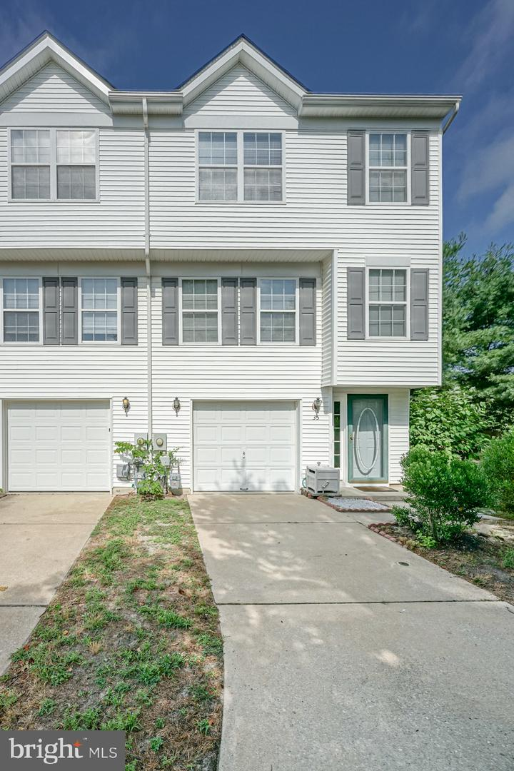 Single Family Homes のために 売買 アット Pine Hill, ニュージャージー 08021 アメリカ