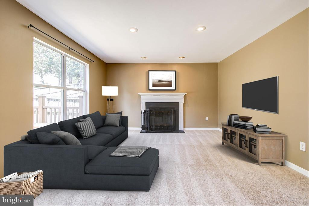 Cozy family room with wood burning fireplace - 14810 CROSSVALLEY RD, BURTONSVILLE