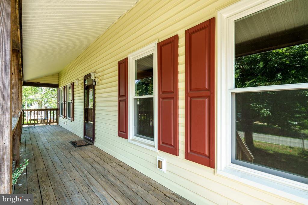 large front porch - 3204 AQUIA DR, STAFFORD