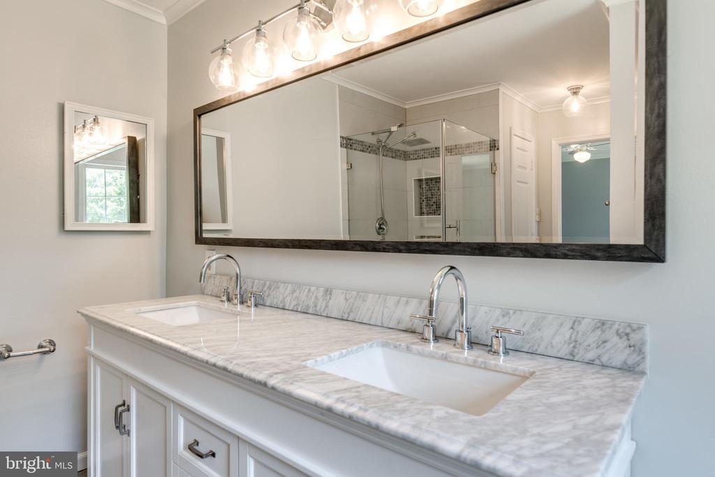 2nd Master Bedroom En-Suite Bath - 1224 BISHOPSGATE WAY, RESTON