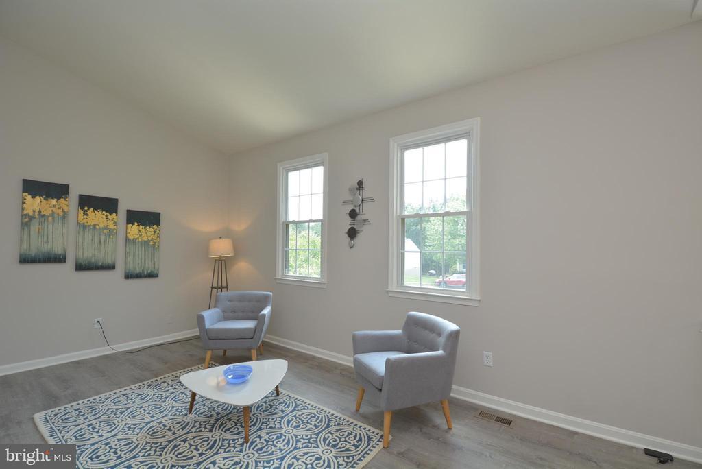 Living room - 13416 BRYCE CT, HERNDON