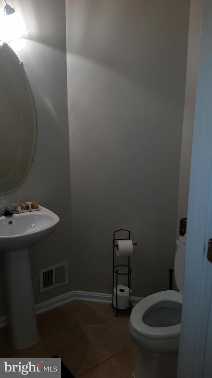 Half Bathroom - 20363 FALLSWAY TER, STERLING