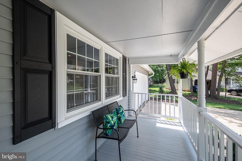 Sit and relax , you're home now - 505 WOODSHIRE LN, HERNDON