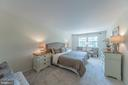 The owners' suite bedroom - 505 WOODSHIRE LN, HERNDON