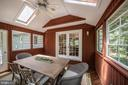 Skylights and a ceiling fan add comfort and light - 505 WOODSHIRE LN, HERNDON