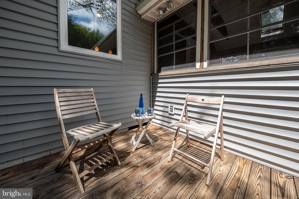Sit outside on the deck while grilling up dinner - 505 WOODSHIRE LN, HERNDON