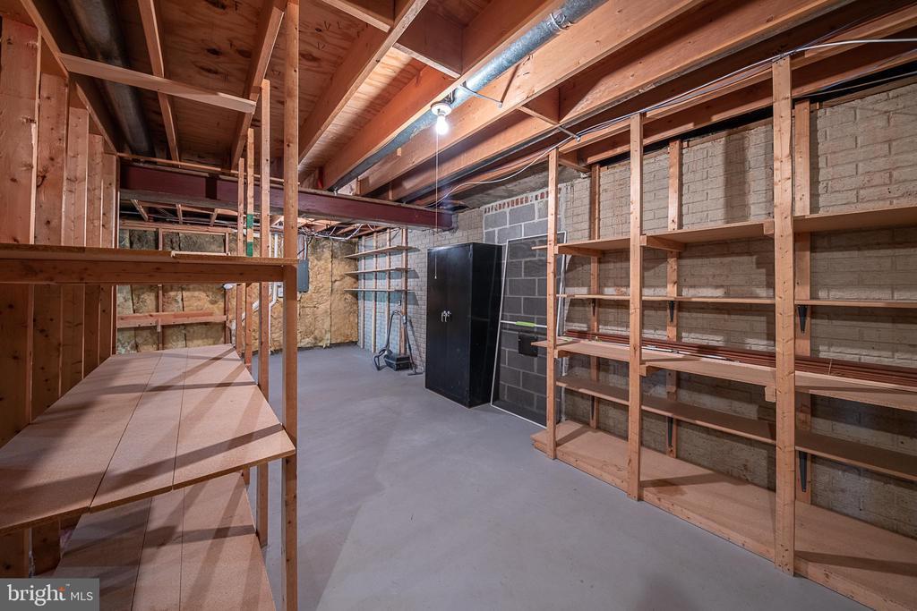 Workshop/utility storage in basement - 505 WOODSHIRE LN, HERNDON