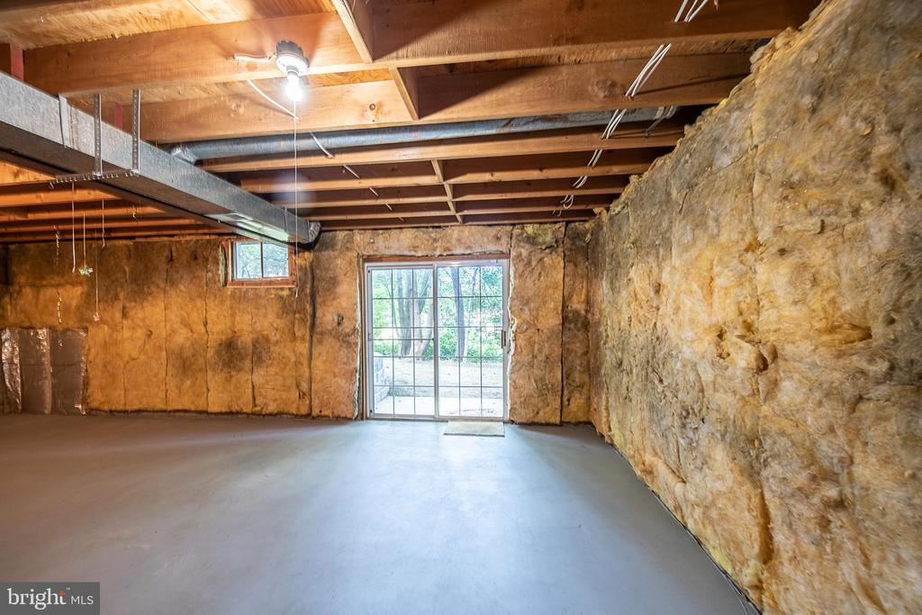 Basement fully excavated, no crawl space - 505 WOODSHIRE LN, HERNDON