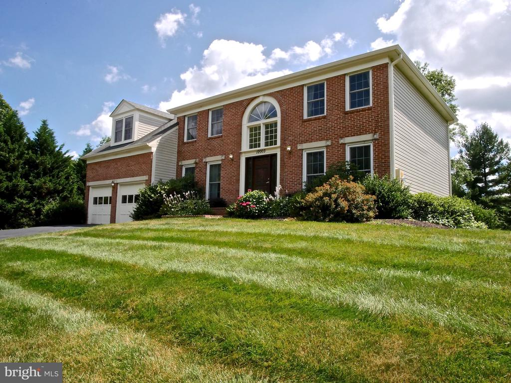 - 12003 MEADOWVILLE CT, HERNDON
