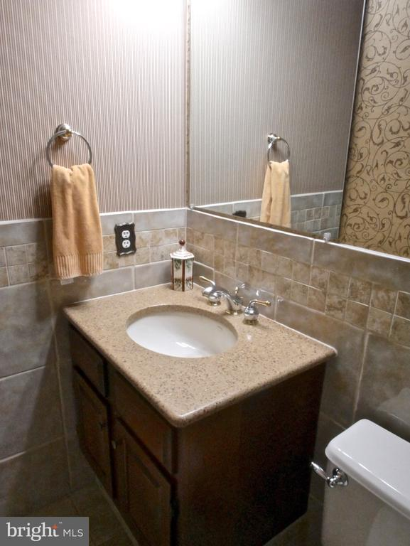 Main Level Full Bath - 12003 MEADOWVILLE CT, HERNDON