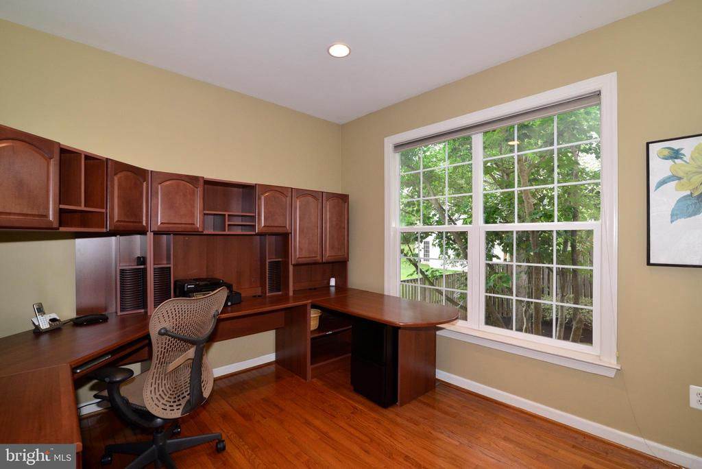 Office w park like view - 47322 WESTWOOD PL, STERLING