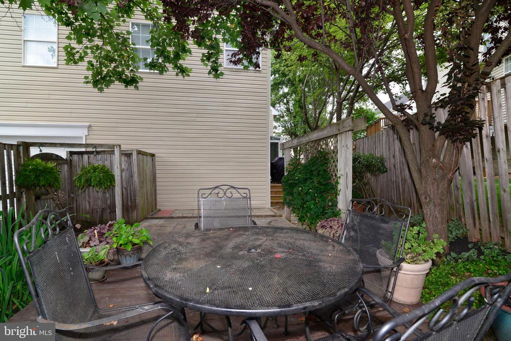Private patio - 47322 WESTWOOD PL, STERLING