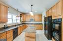 Gourmet kitchen with island, tile backsplash - 9 GALLERY RD, STAFFORD