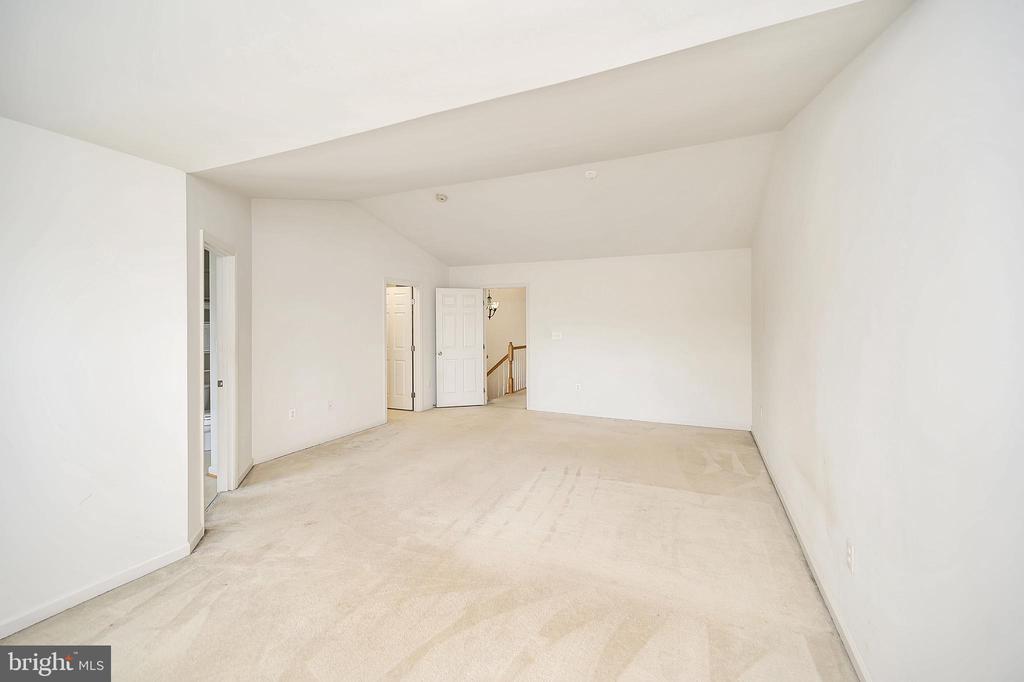 Master bedroom view to hallway - 48 HUNTING CREEK LN, STAFFORD
